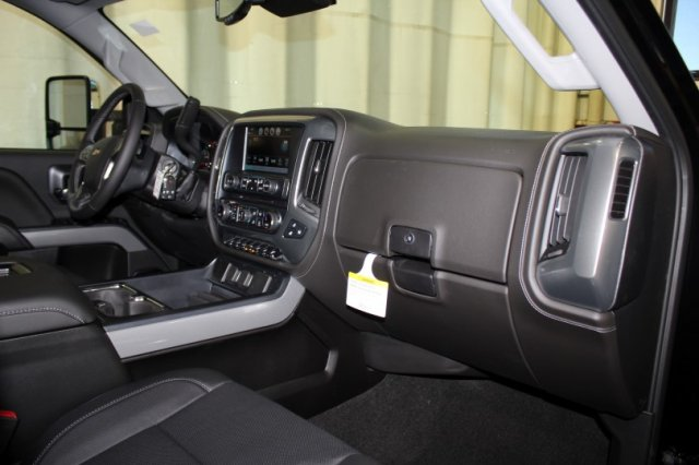 2018 Silverado 3500 Crew Cab 4x4 Pickup #M26546 - photo 10