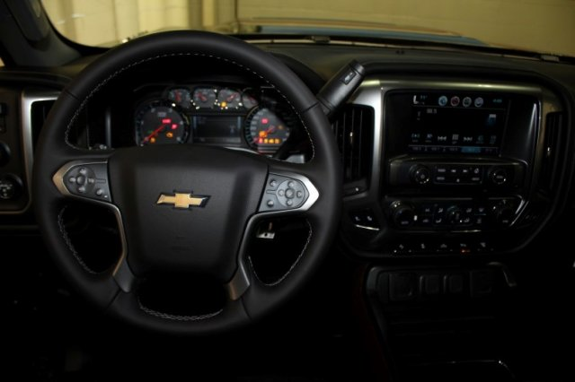 2018 Silverado 2500 Crew Cab 4x4 Pickup #M26553 - photo 6