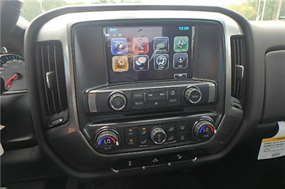 2018 Silverado 2500 Crew Cab 4x4 Pickup #13298 - photo 21