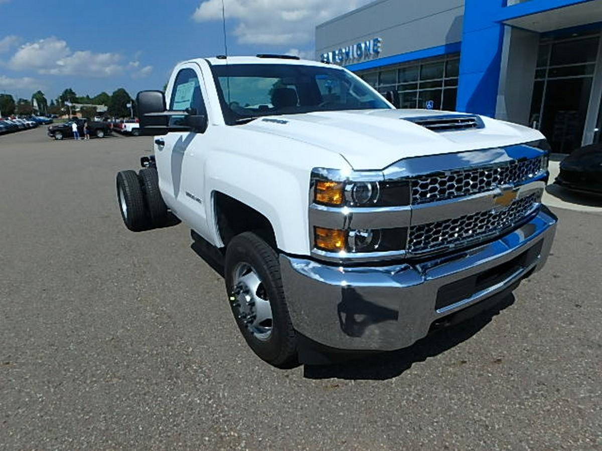 2019 Silverado 3500 Regular Cab DRW 4x4,  Cab Chassis #16230 - photo 4