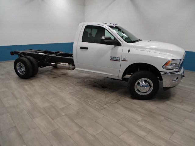 2018 Ram 3500 Regular Cab DRW 4x4,  Cab Chassis #B206369N - photo 4
