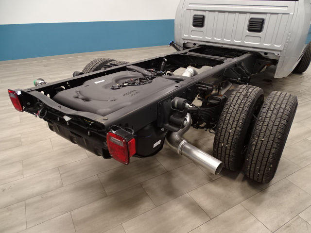 2018 Ram 3500 Crew Cab DRW 4x4 Cab Chassis #B206376N - photo 2