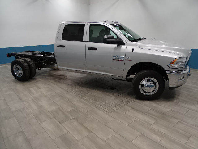 2018 Ram 3500 Crew Cab DRW 4x4 Cab Chassis #B206376N - photo 4