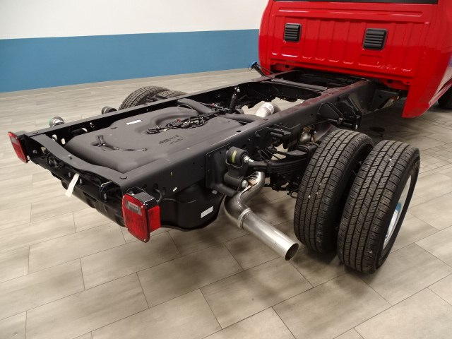 2018 Ram 3500 Crew Cab DRW 4x4 Cab Chassis #B206377N - photo 2