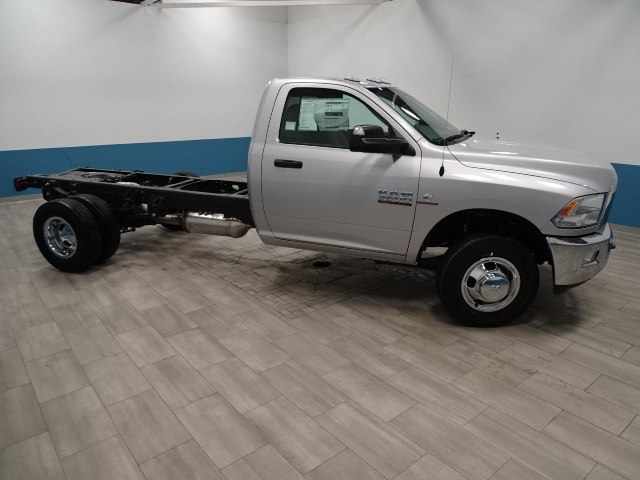 2018 Ram 3500 Regular Cab DRW 4x4,  Cab Chassis #B206425N - photo 4