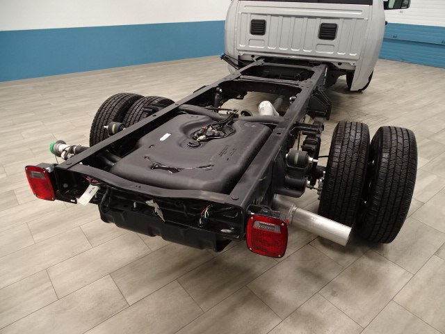 2018 Ram 3500 Regular Cab DRW 4x4,  Cab Chassis #B206425N - photo 2