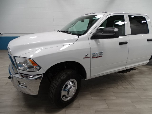2018 Ram 3500 Crew Cab DRW 4x4, Cab Chassis #B206801N - photo 10