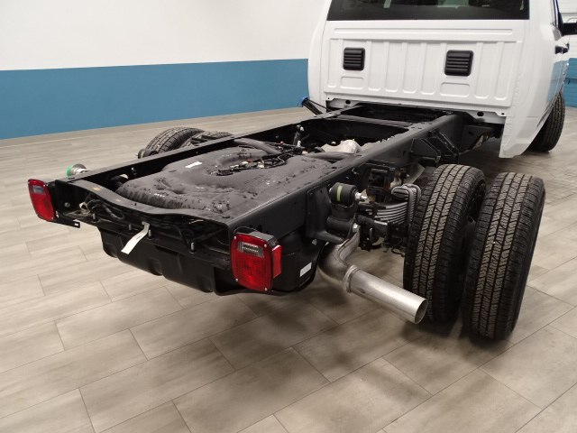 2018 Ram 3500 Crew Cab DRW 4x4,  Cab Chassis #B206801N - photo 2