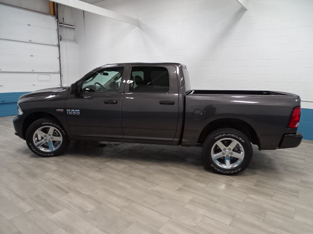 2018 Ram 1500 Crew Cab 4x4 Pickup #B207031N - photo 3