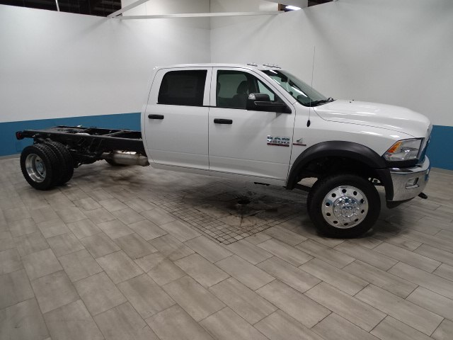 2018 Ram 5500 Crew Cab DRW 4x4, Cab Chassis #B207111N - photo 4