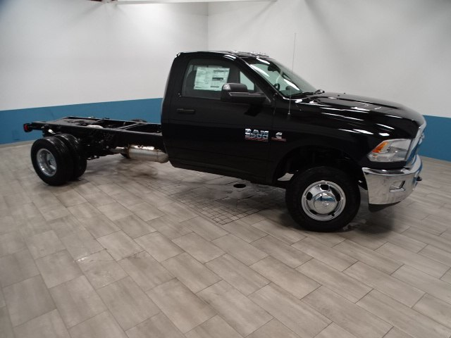 2018 Ram 3500 Regular Cab DRW 4x4,  Cab Chassis #B207832N - photo 4