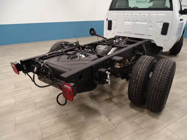 2018 Silverado 3500 Regular Cab DRW 4x4, Cab Chassis #A104445N - photo 10