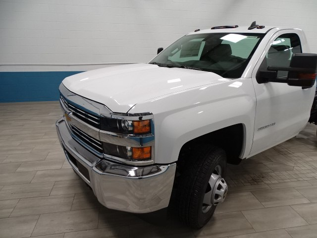 2018 Silverado 3500 Regular Cab DRW 4x4, Cab Chassis #A104445N - photo 6