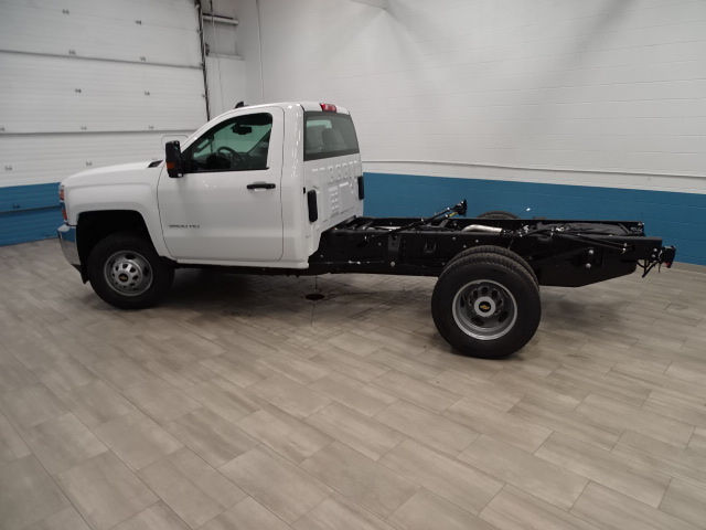 2018 Silverado 3500 Regular Cab DRW 4x4, Cab Chassis #A104445N - photo 7