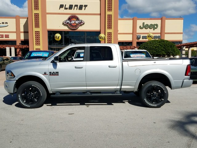 2017 Ram 2500 Crew Cab 4x4, Pickup #IHG653565 - photo 2