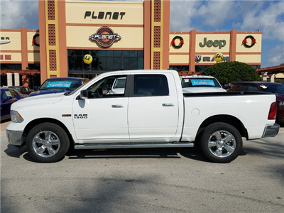 2017 Ram 1500 Crew Cab 4x4, Pickup #IHS877314 - photo 3