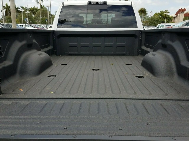 2018 Ram 3500 Crew Cab DRW 4x4,  Pickup #IJG247312 - photo 7