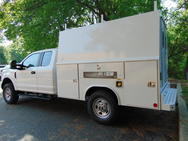 2018 F-350 Super Cab 4x4, Reading Service Utility Van #186159F - photo 2