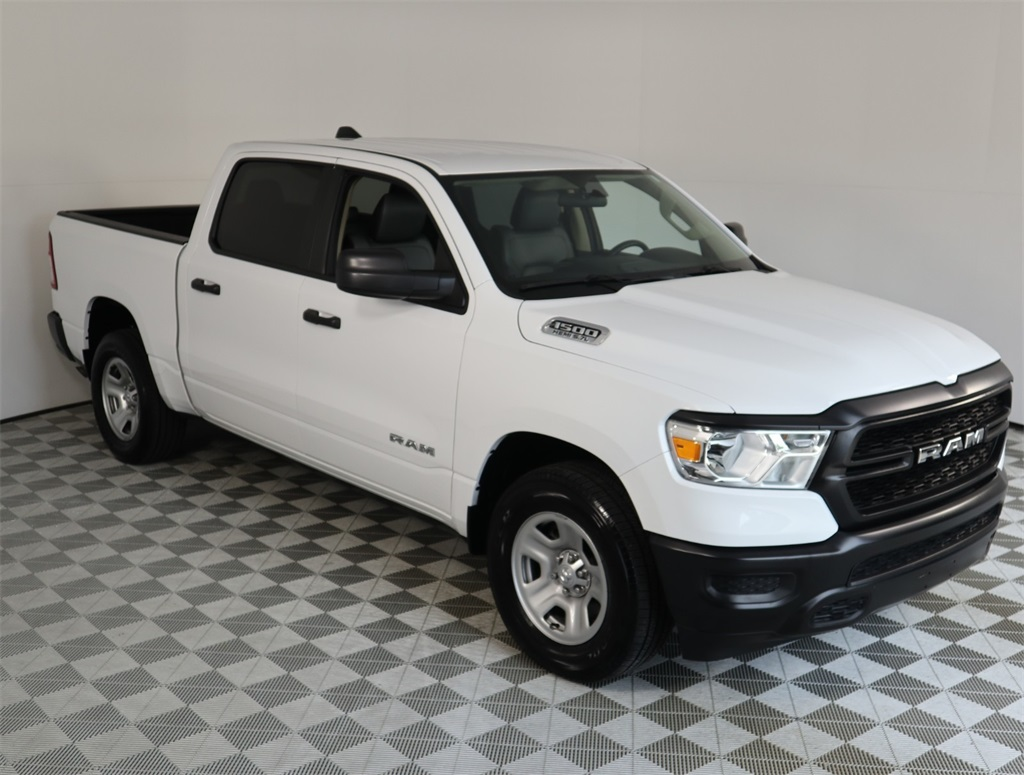 2019 Ram 1500 Crew Cab 4x2,  Pickup #9D00148 - photo 4