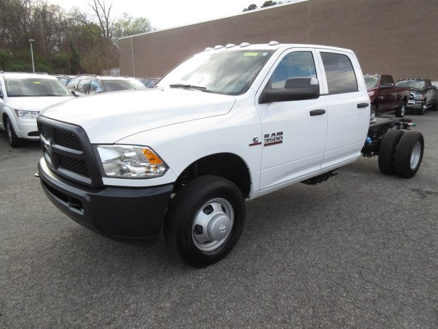 2018 Ram 3500 Crew Cab DRW, Cab Chassis #18646 - photo 3
