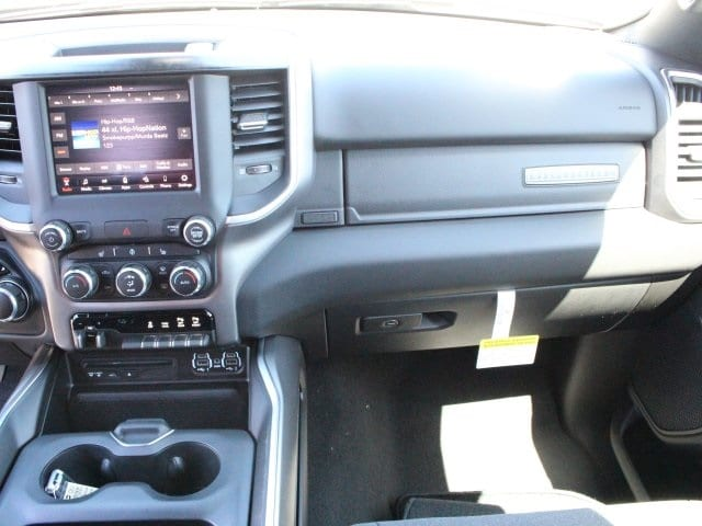 2019 Ram 1500 Crew Cab 4x4, Pickup #R16576 - photo 10