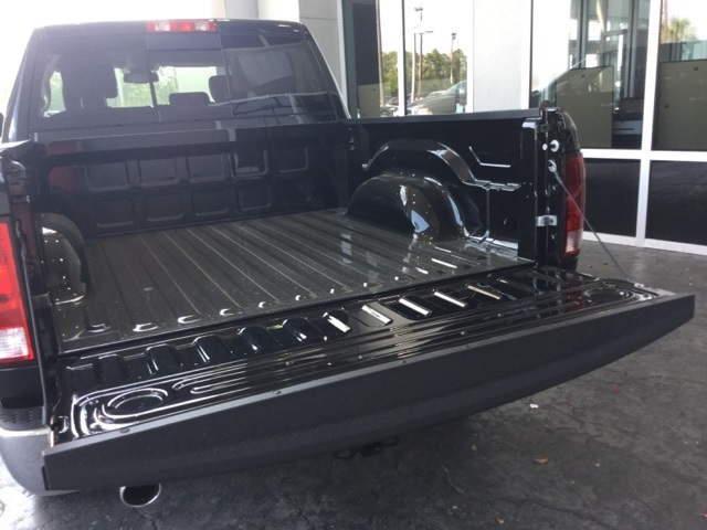 2017 Ram 1500 Crew Cab Pickup #H0392 - photo 32