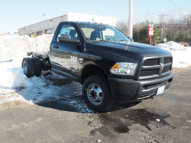 2017 Ram 3500 Regular Cab DRW 4x4, Cab Chassis #MM52438 - photo 3