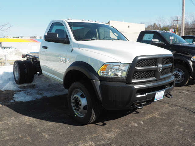 2017 Ram 5500 Regular Cab DRW 4x4, Cab Chassis #MM52443 - photo 3
