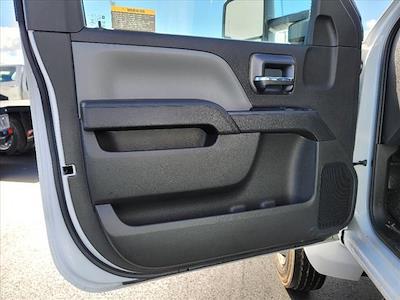 2019 Chevrolet Silverado 5500 Regular Cab DRW 4x2, Reading SL Service Body #TR75695 - photo 17