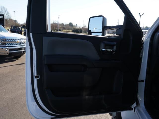 2019 Chevrolet Silverado 5500 Regular Cab DRW 4x2, PJ's Platform Body #TR76363 - photo 17