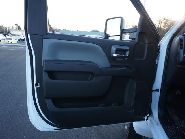 2019 Chevrolet Silverado 5500 Regular Cab DRW 4x2, READING SERVICE BODY #TR76506 - photo 9