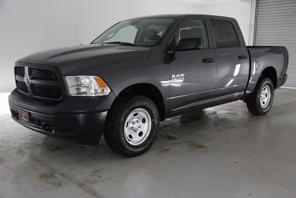 2017 Ram 1500 Crew Cab 4x4, Pickup #DT112367 - photo 1