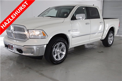2017 Ram 1500 Crew Cab 4x4, Pickup #DT112967 - photo 1