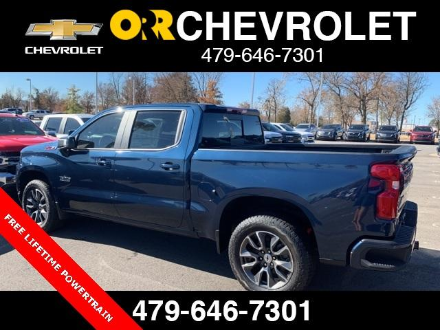 2020 Chevrolet Silverado 1500 Crew Cab 4x4, Pickup #148529 - photo 2