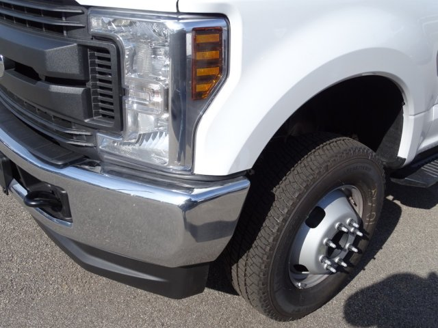 2018 F-350 Crew Cab DRW 4x4,  Reading Service Body #T796536 - photo 9