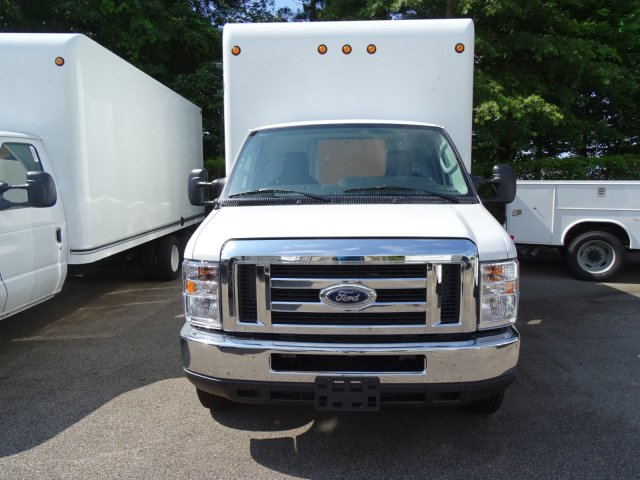 2018 E-450 4x2,  Unicell Cutaway Van #T869241 - photo 4