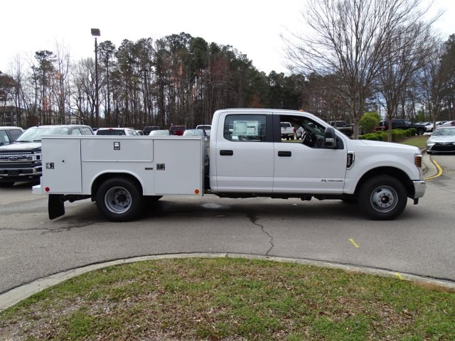 2018 F-350 Crew Cab DRW 4x2,  Reading Service Body #T889800 - photo 5