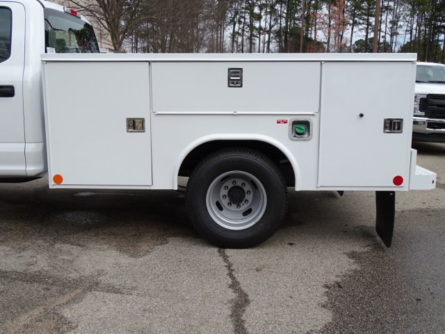 2018 F-350 Crew Cab DRW 4x2,  Reading Service Body #T889800 - photo 31