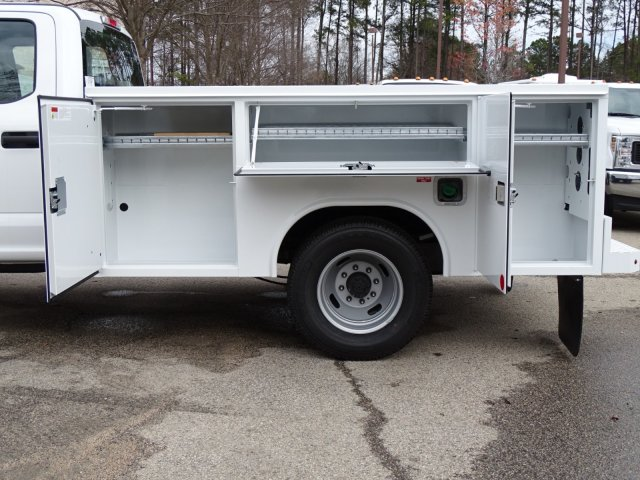 2018 F-350 Crew Cab DRW 4x2,  Reading Service Body #T889800 - photo 33