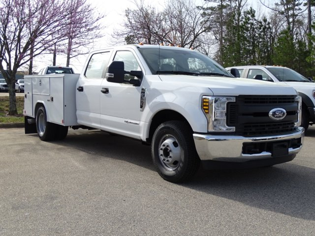 2018 F-350 Crew Cab DRW 4x2,  Reading Service Body #T889851 - photo 3