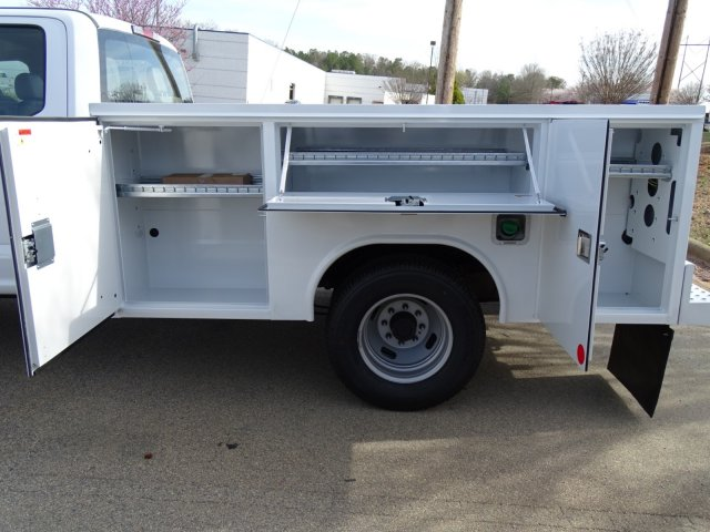 2018 F-350 Crew Cab DRW 4x2,  Reading Service Body #T889851 - photo 31
