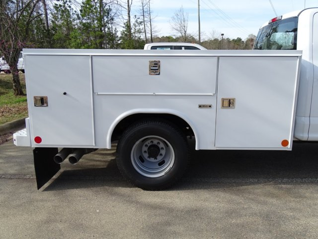 2018 F-350 Crew Cab DRW 4x2,  Reading Service Body #T889851 - photo 34