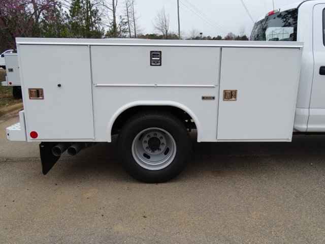 2018 F-350 Crew Cab DRW 4x2,  Reading Service Body #T889886 - photo 34
