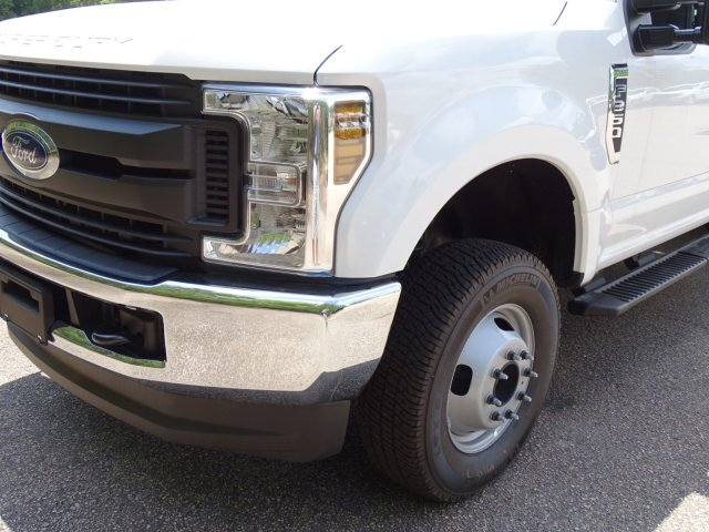 2018 F-350 Crew Cab DRW 4x4,  Reading Service Body #T890056 - photo 9