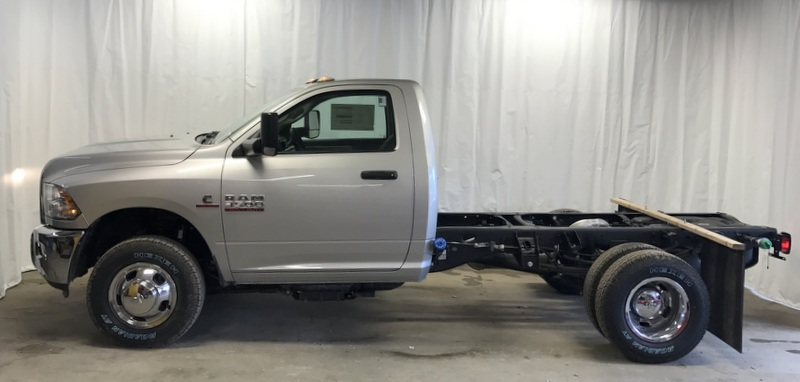 2017 Ram 3500 Regular Cab DRW 4x4, Cab Chassis #T17224 - photo 3