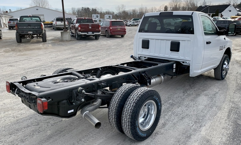 2018 Ram 3500 Regular Cab DRW 4x4,  Cab Chassis #T18337 - photo 3