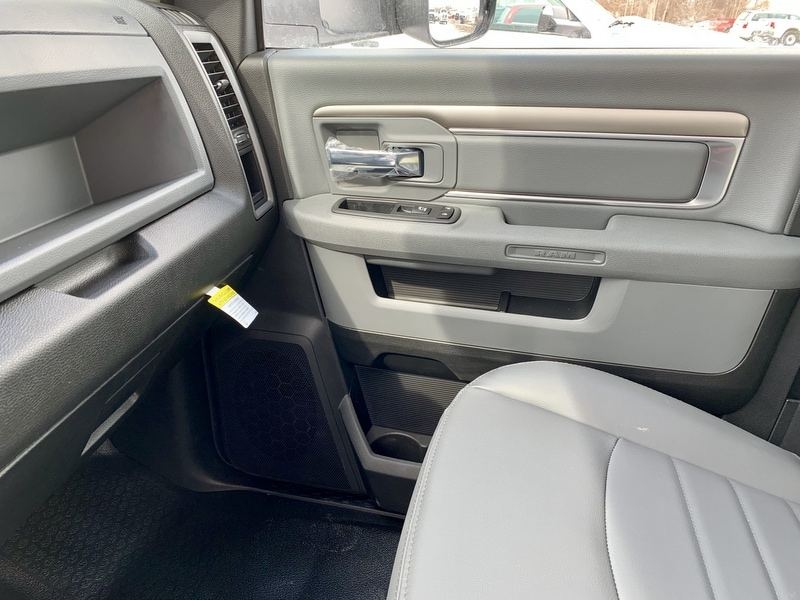 2018 Ram 5500 Regular Cab DRW 4x4,  Cab Chassis #T18344 - photo 11
