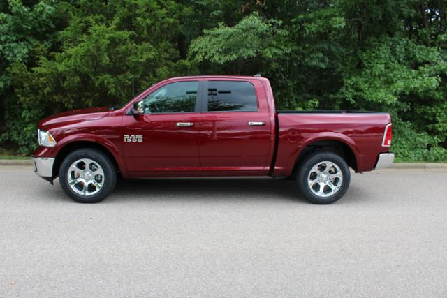 2017 Ram 1500 Crew Cab 4x4 Pickup #ND7113 - photo 3