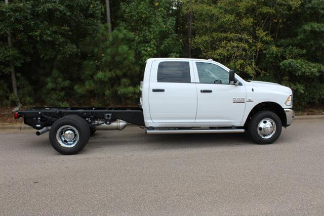 2018 Ram 3500 Crew Cab DRW 4x4, Cab Chassis #ND7291 - photo 10