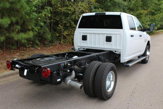 2018 Ram 3500 Crew Cab DRW 4x4 Cab Chassis #ND7291 - photo 9